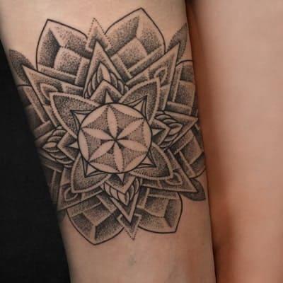 tatuaje estilo dotwork