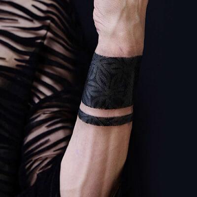 tatuaje estilo blackwork