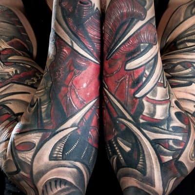 tatuaje estilo biomecanico