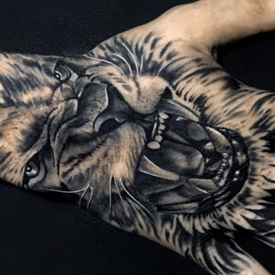 tatuaje estilo black and grey